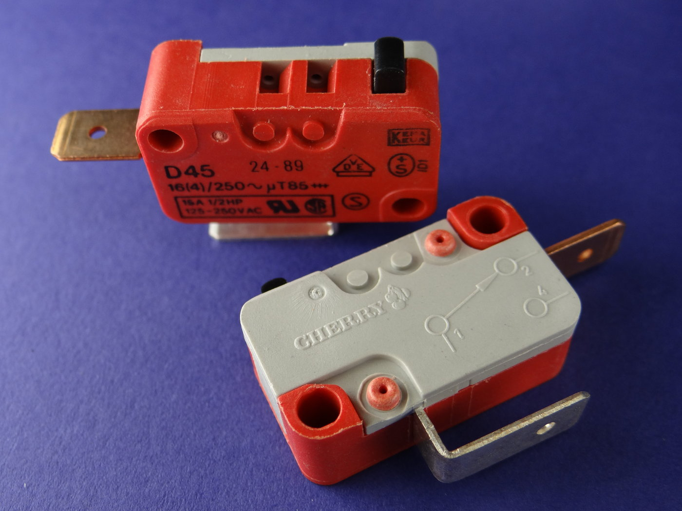 Micro-Taster-Cherry-Offner-16-4-A-125-250V-10-Stueck-K1186